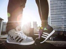Cô gái nhỏ và đôi giày cũ