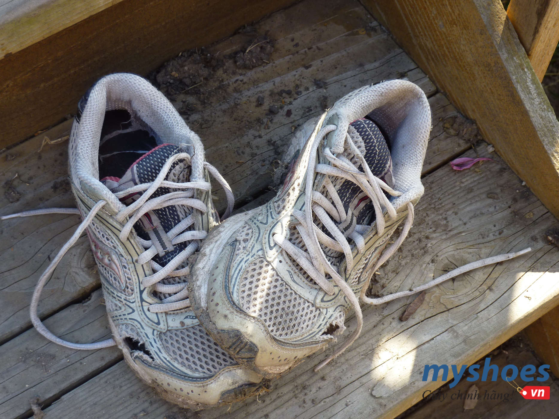 """Khi nào cần chia tay """"người yêu cũ"""", tậu về một đôi giày chạy bộ mới?"""