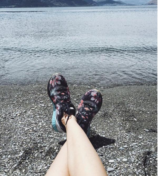 Đi giày thể thao mùa hè - Tại sao không?